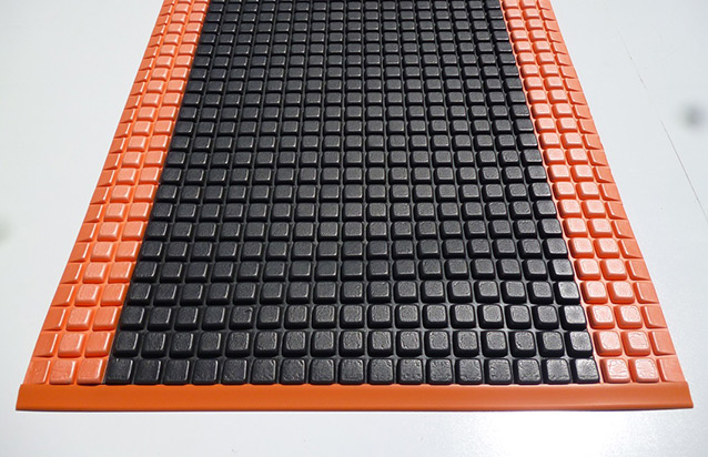 Power Pod Black Orange Mat
