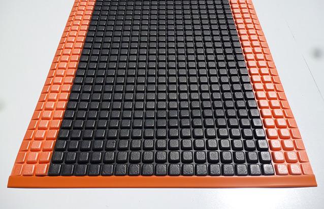 Power Pod Black Orange Mat